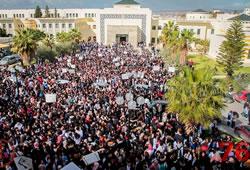 Les étudiants de la faculté de médecine protestent pour...
